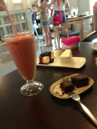 Lolamui Cafe : Mixed Fruit Smoothie to die for :-)