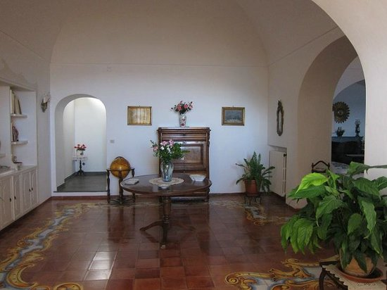 Hotel Marincanto: villa #5 (entrance to stairway that leads to rooms above)