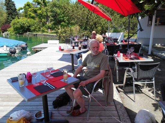 Le Club : Magnifique terrasse en bord du lac...