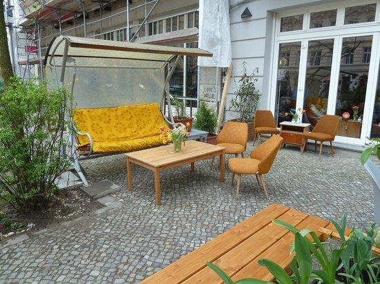 Prenzlauer Berg: Another retro cafe on Oderberger Str.