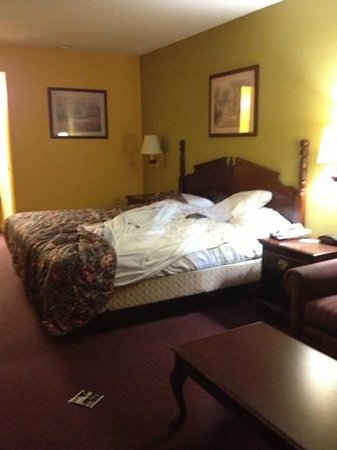 Super 8 Lumberton: first room offered to us supposed to be unused!