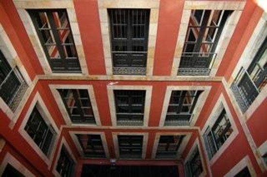 Hotel Banys Orientals: Atrium des Hotels
