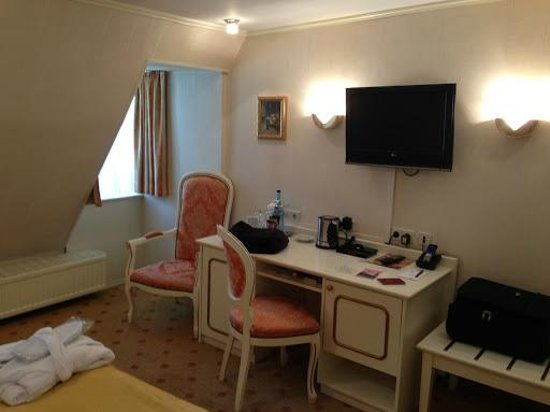 Schlosshotel Roemischer Kaiser: Room40 (floor5)