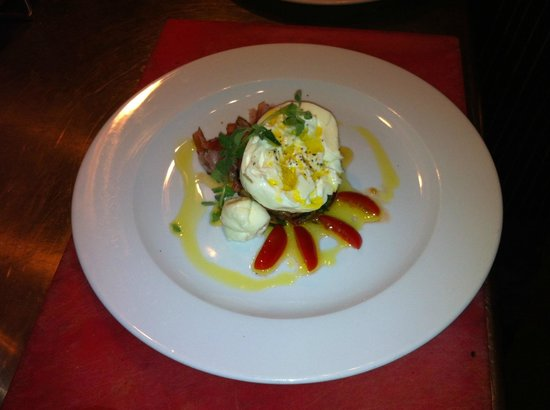 Photo of Italian Restaurant Giuliano's at Schoolstraat 13, The Hague 2511 AW, Netherlands