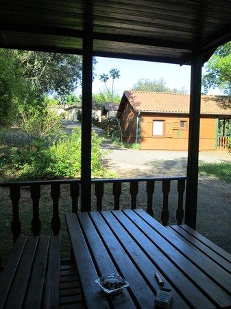 Camping Le Montant : terrasse du chalet