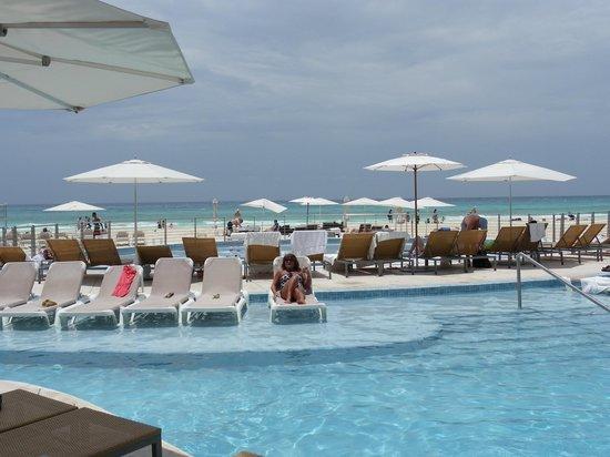 Playacar Palace: Pool area superb!