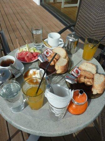 Viglia Beach Apartments: Petit déjeuner