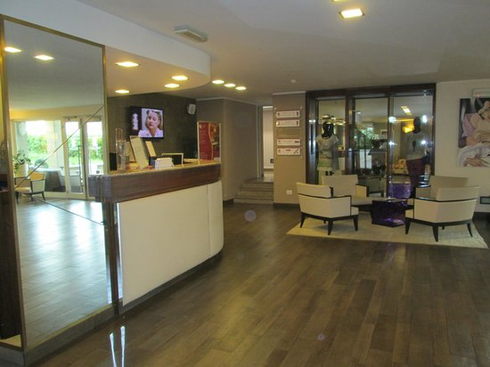 Regal Hotel and Apartments: Reception