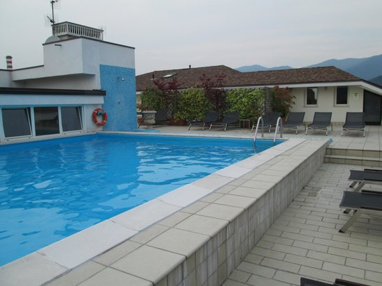 Regal Hotel and Apartments: Piscina