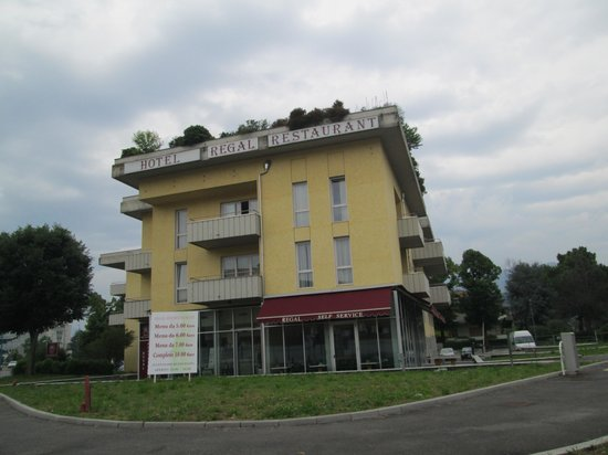 Regal Hotel and Apartments : Facciata dell'hotel