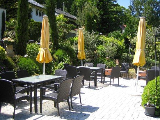 Weinhotel Wiedemann : Gartenterasse