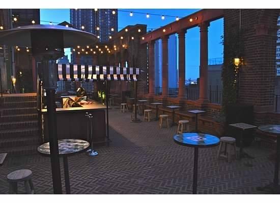 Pod 39 Hotel: Rooftop Bar
