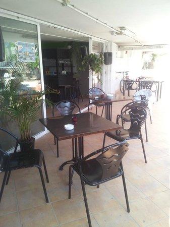 Acd Tenerife Surf House: Breakfast Area.