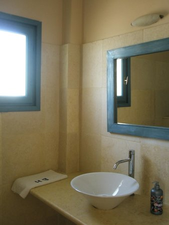 The Boathouse Hotel: Bathroom