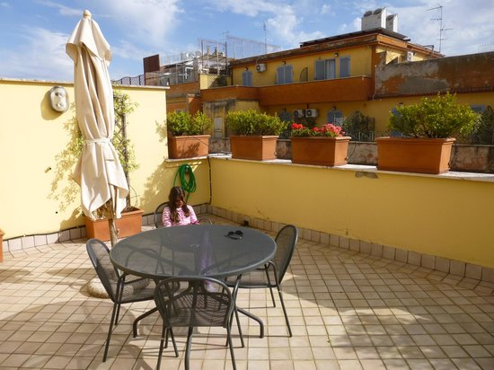 Crosti Apartments Hotel Rome: The terrace