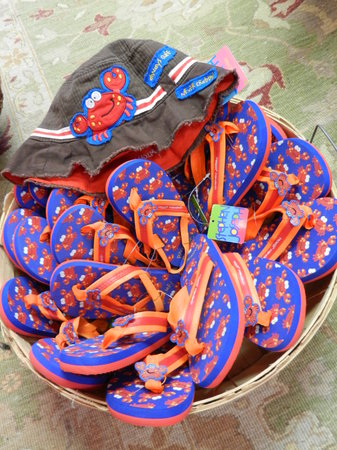 The Candleberry Shoppe: Flip Flops & Crab hats for the little ones