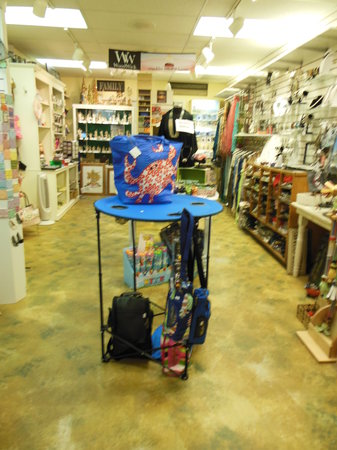 The Candleberry Shoppe: Great table for tailgating or the beach