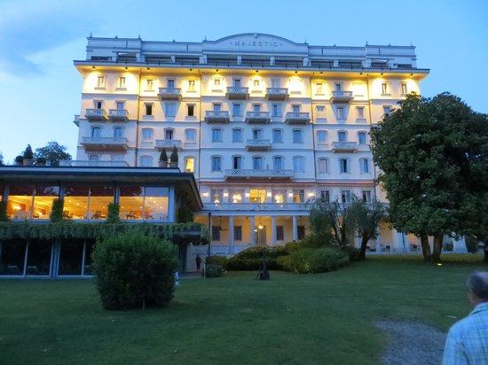 Grand Hotel Majestic: Die sehr schöne Hotelfassade in der Abendsonne