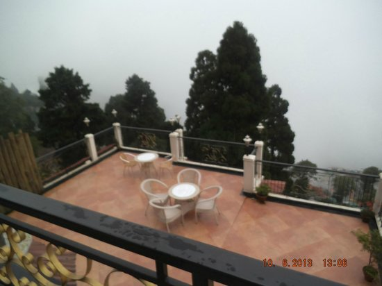 Summit Grace Hotel & Spa: THE TERRACE WITH A VIEW