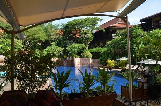 Victoria Angkor Resort & Spa: Poll and patio area.