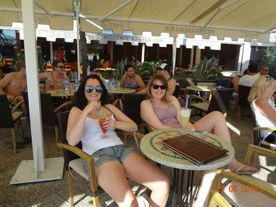 Beach Hostel: Guests at the Beach Pub & Pizzeria Karaka at Bačvice