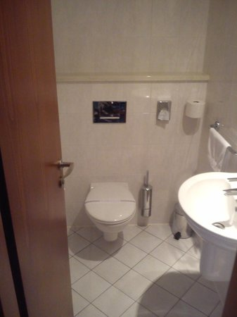 Hotel Coronet: bathroom