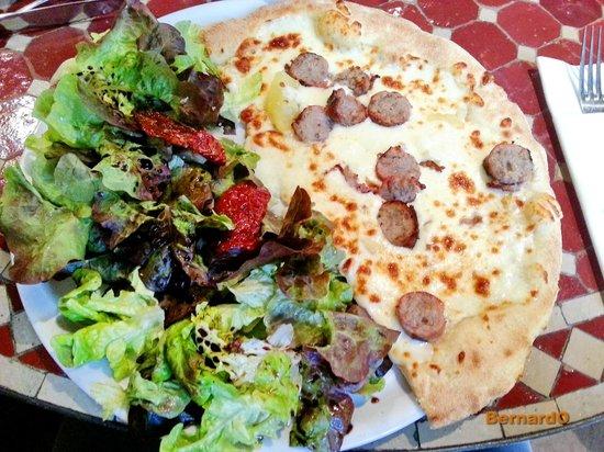La Villa des Oliviers : Demi pizza toulousaine