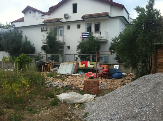 Tugay Hotel: Building waste, old furniture etc right outside my room