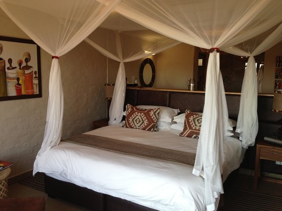 Victoria Falls Safari Club: Club Room~Very Upscale!