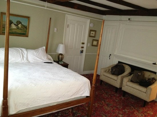 Concord's Colonial Inn : comfortable bed