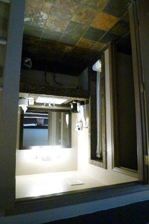 Rodeway Inn & Suites Downtowner-Rte 66: badkamer