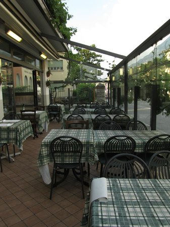 Pizzeria Ristorante Caminetto: Restaurant opens at 19.00 o´clock, tables are ready for customers at 18.30
