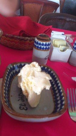 El Herradero Mexican Grill and Bar: Un poco de mantequilla para tus hot cakes.!