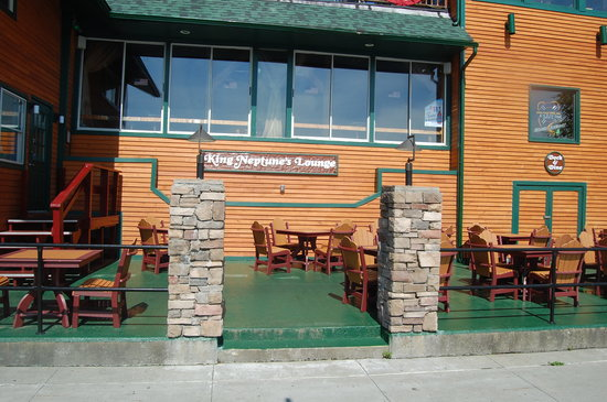 King Neptunes Pub: Dock Space available for customers!