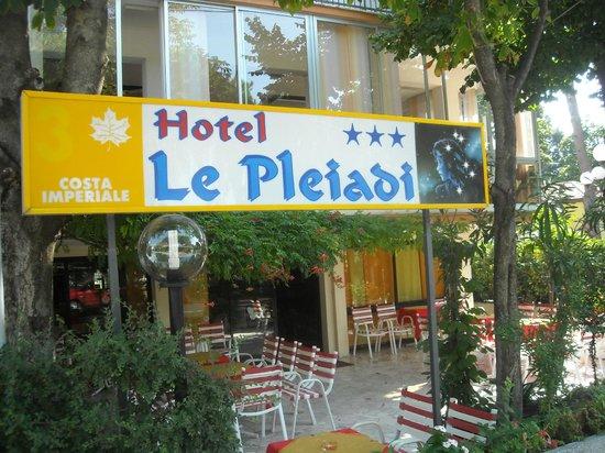 Hotel Le Pleiadi : Tutte le camere da letto con balcone, servizi, telefono diretto, Tv, cassaforte privata gratuita