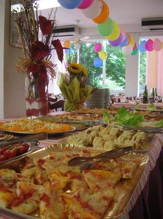 Hotel Le Pleiadi : Ricca prima colazione a buffet, a pranzo e a cena menù a scelta sia sui primi che sui secondi a
