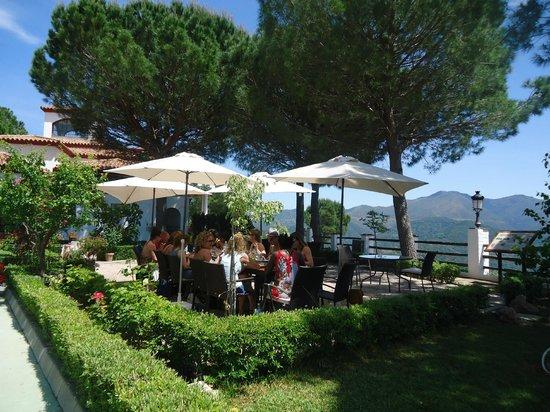 Banu Rabbah: terraza del restaurante, las mejores vistas del valle del genal