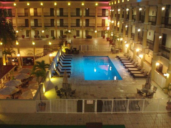 Windward Passage Hotel: Pool at Night