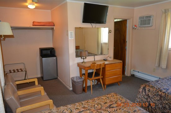 The Village Motel: Room view