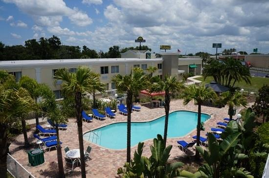 Quality Inn & Suites Near Fairgrounds Ybor City : great pool area