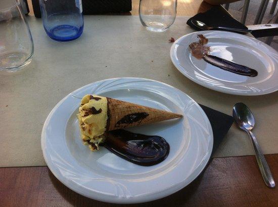 Restaurante La Bruja: A Cornetto. On a plate.