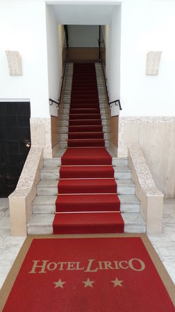 Lirico Hotel: Those stairs