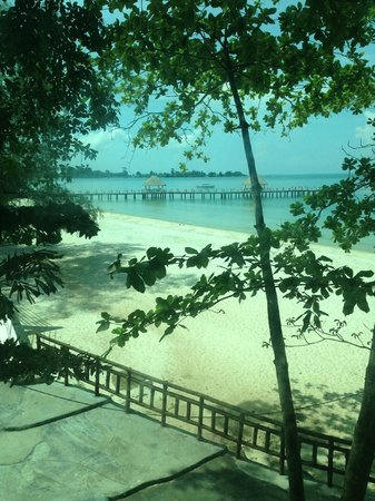 Independence Hotel, Resort & Spa: vue de l'ascenceur menant à plage