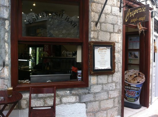Creperie Mikro Cafe: Yummy Ben & Jerry's Served with a Smile!