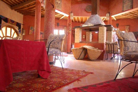 Auberge Ksar Sania : Une des 2 salles de restauration (décor ma gni fi que !)