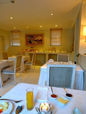 Cape Cadogan: Assorted cheeses, fruit, cereal, and cooked breakfasts in a charming setting