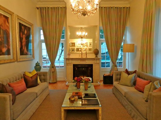 Cape Cadogan: Warm and cosy lounge room; freshly painted and very comfortable