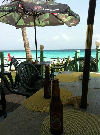 Coral Mist Beach Hotel: Coral Mist beach bar/restaurant