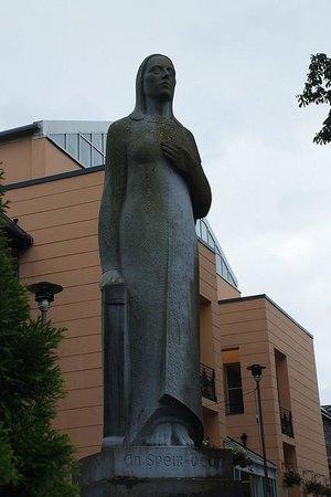 Speir Bhean Monument