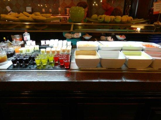 Hotel Riu Palace Riviera Maya: Yogurts (mango was great!) and parfaits